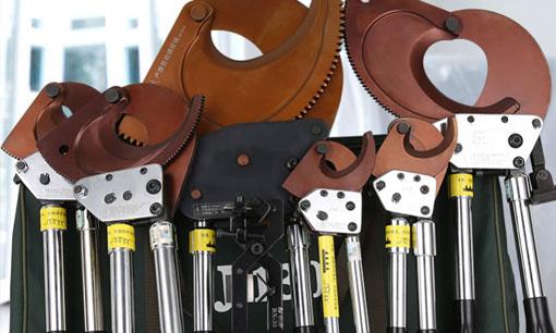 В чем разница между кабельными резаками с храповым механизмом и длиной без храпового механизма?