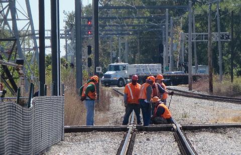 Железнодорожный путь, шахта, прокладка кабеля
